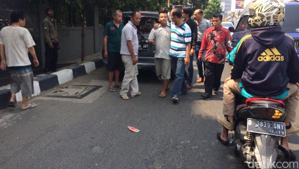 Kecelakaan Metro Mini dan 2 Mobil di Warung Buncit Arah Mampang