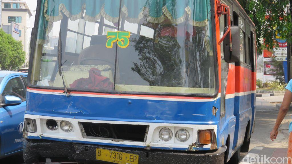 Sopir Metro Mini Penabrak 2 Mobil Masih Muda, Tak Bawa SIM dan SNTK