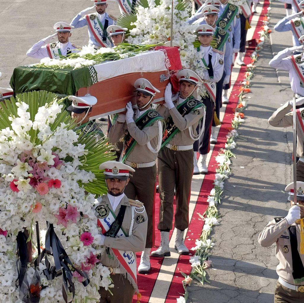 Pesawat Ketiga Bawa 98 Jasad Korban Mina Mendarat di Iran