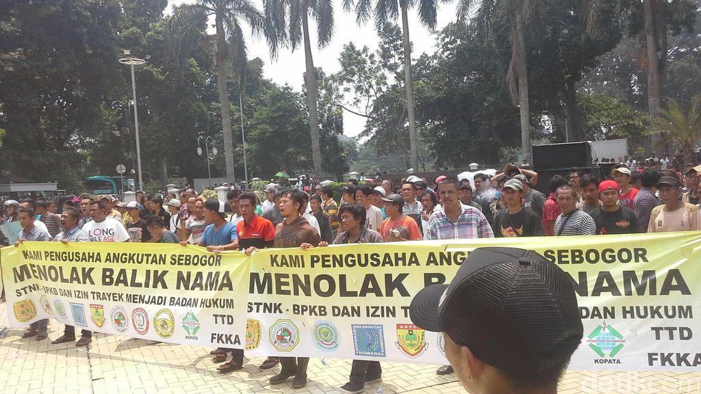 Jeritan Hati Penumpang Gara-gara Angkot Mogok di Bogor