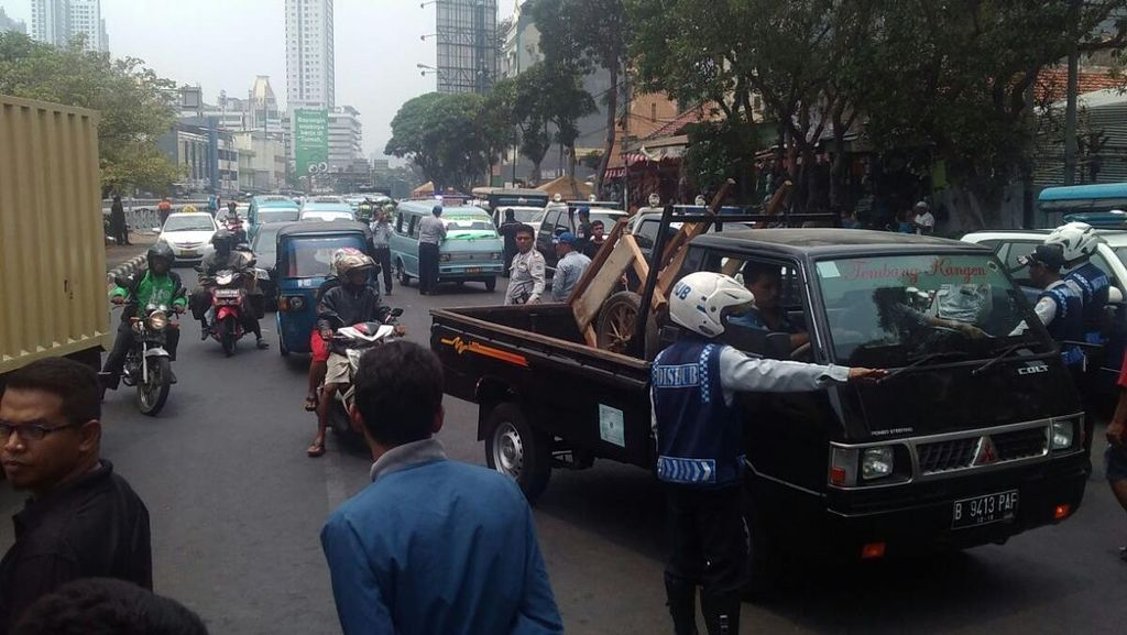 Dishub Jakpus Razia Angkutan Umum Tidak Layak Jalan di Tanah Abang