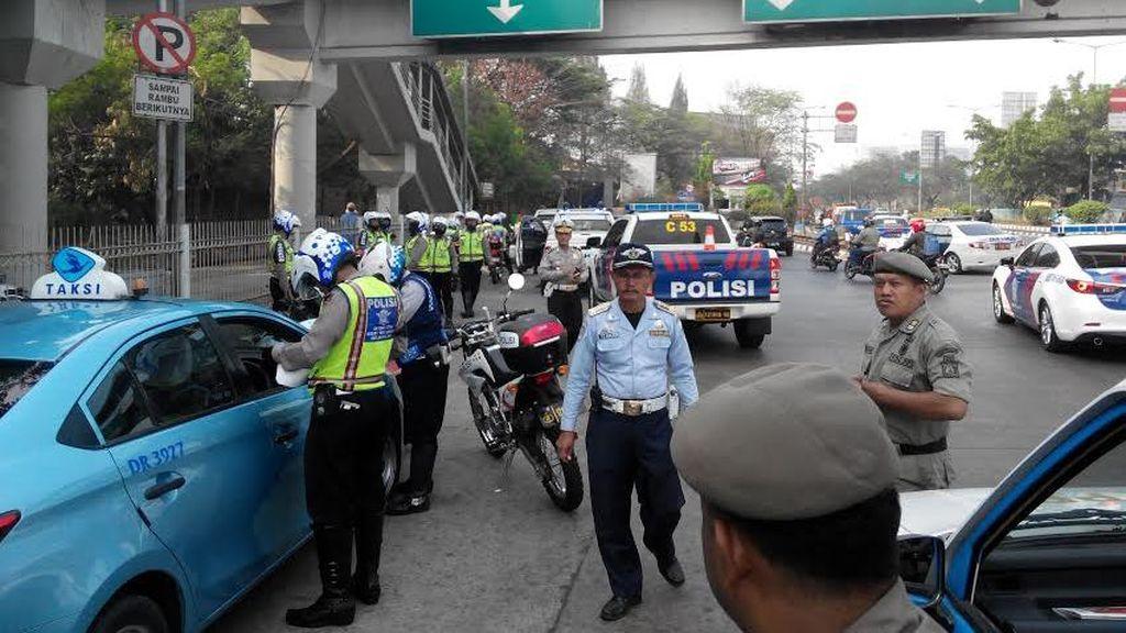Penampakan Pelanggar Lalu Lintas di Jakarta Kena Batunya, Pemotor Hingga TransJ