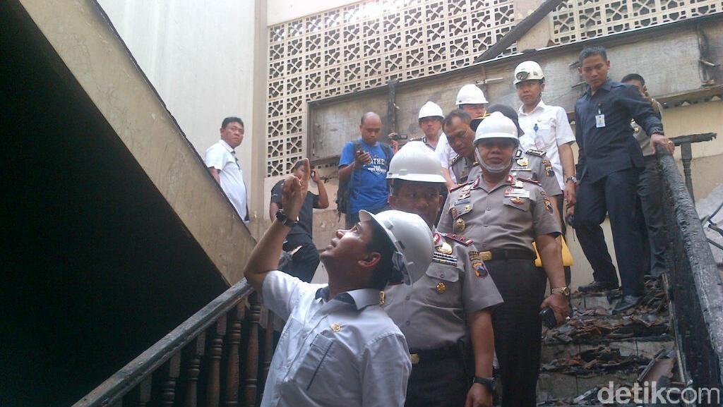 Tinjau Gedung Polda Jateng yang Terbakar, Menteri Yuddy: Tetap Semangat
