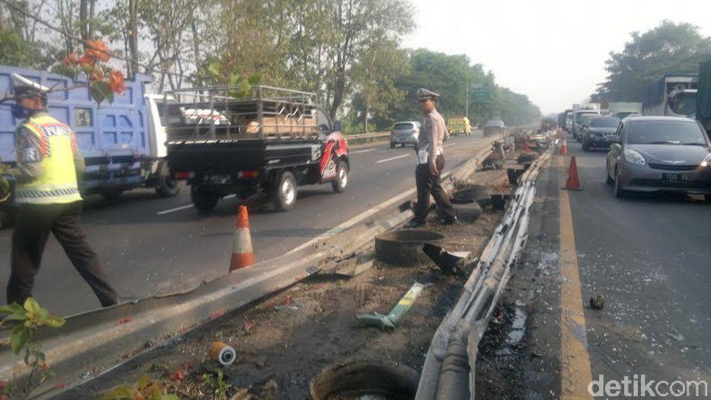 Bus Tentrem dan Truk Trailer Kecelakaan di Km 29.500 Surabaya-Porong