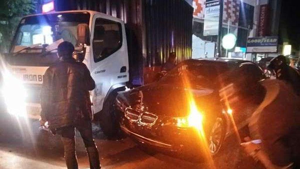 Tabrakan dengan Truk di Radio Dalam Raya, Bemper BMW Penyok