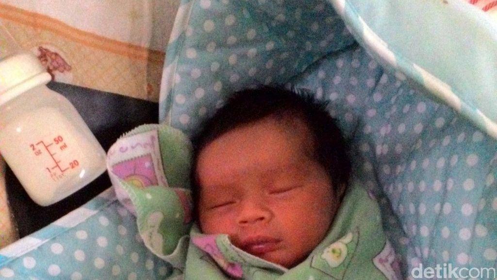 Bayi yang Ditinggal di Depan Rumah Warga Dirawat di Puskesmas Duren Sawit