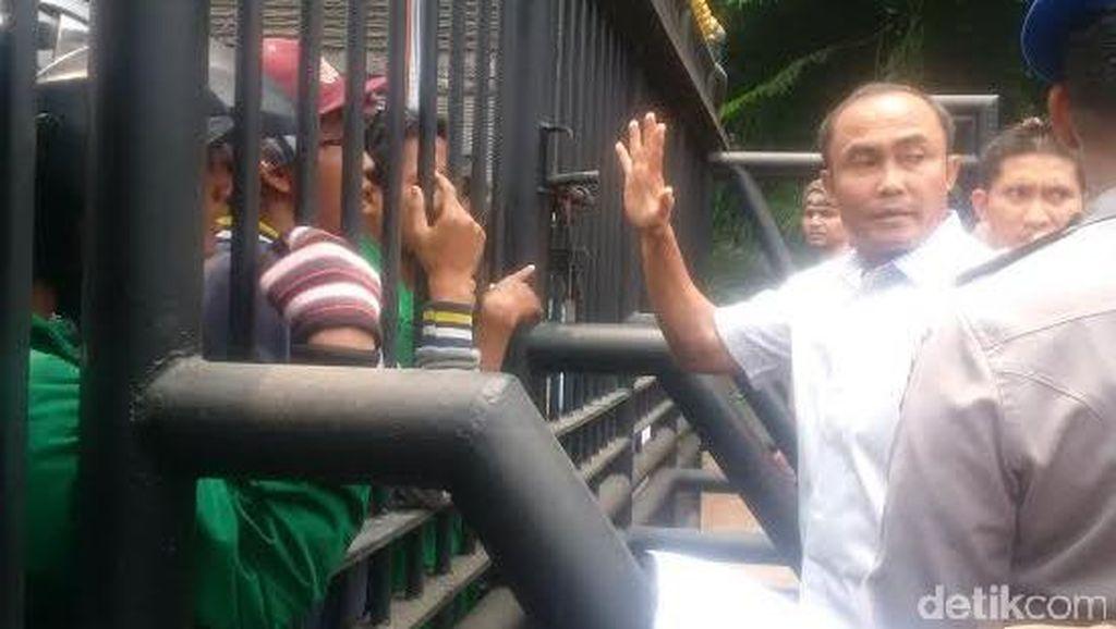 Minta Pemalsu Ijazah Ditangkap, Mahasiswa Ibnu Chaldun Demo di Polda Metro