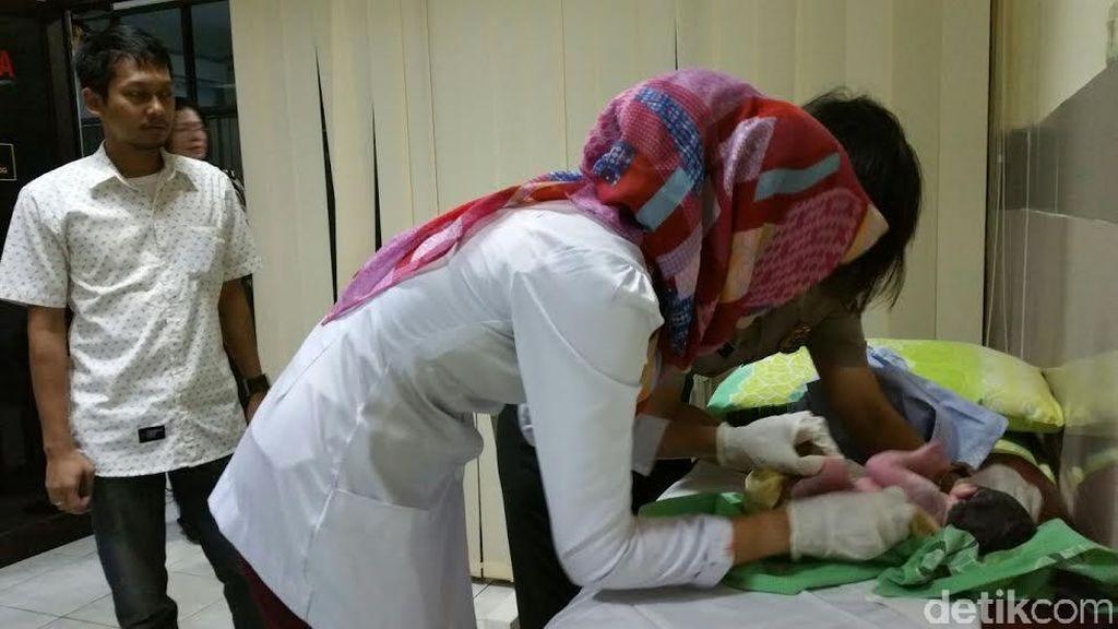 Salut! Polisi Bantu Persalinan Ibu Muda yang Mengalami Kontraksi di JCC