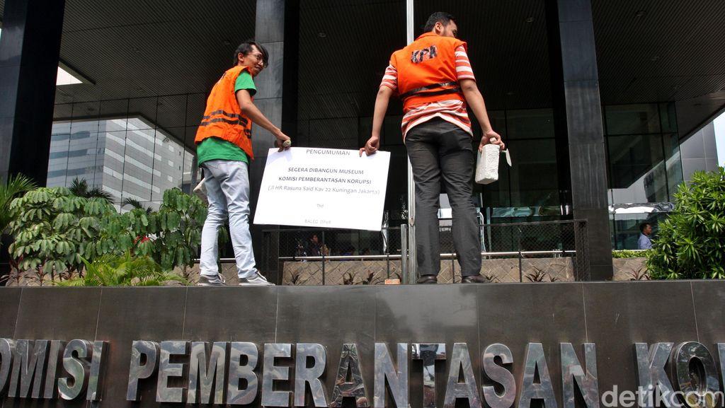 9 Ribuan Netizen Desak DPR Jangan Lemahkan KPK
