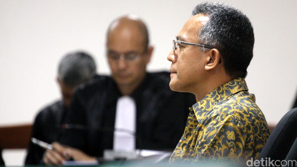 Usai Konsultasi, OC Kaligis Beri Duit Ribuan Dollar ke Hakim Tripeni