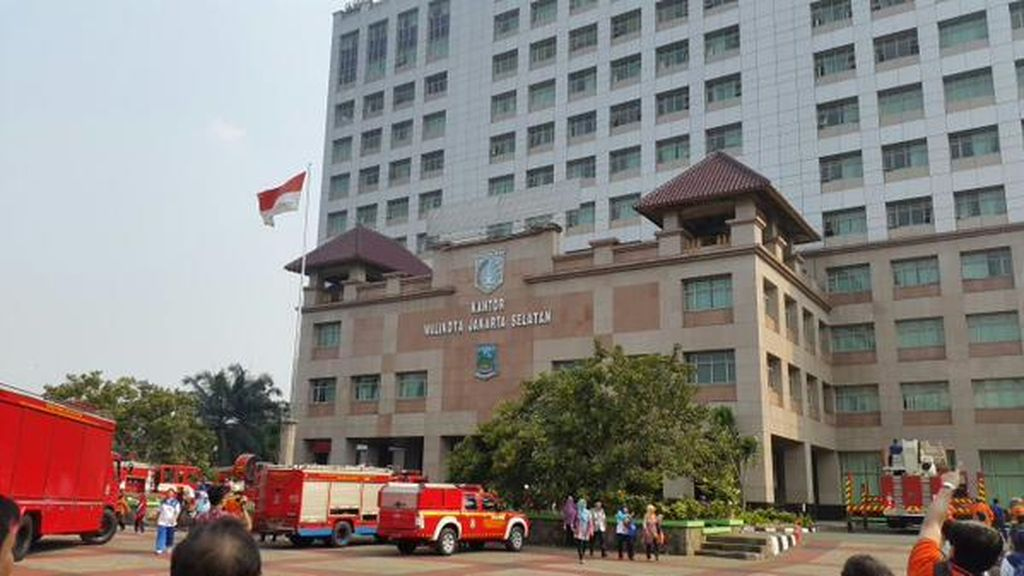 Kebakaran Terjadi di Kantor Wali Kota Jakarta Selatan Lantai 13