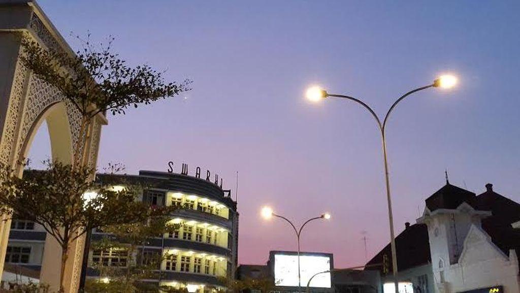 Ingin Gelap-gelapan, Waria Kerap Intimidasi Teknisi PJU di Bandung