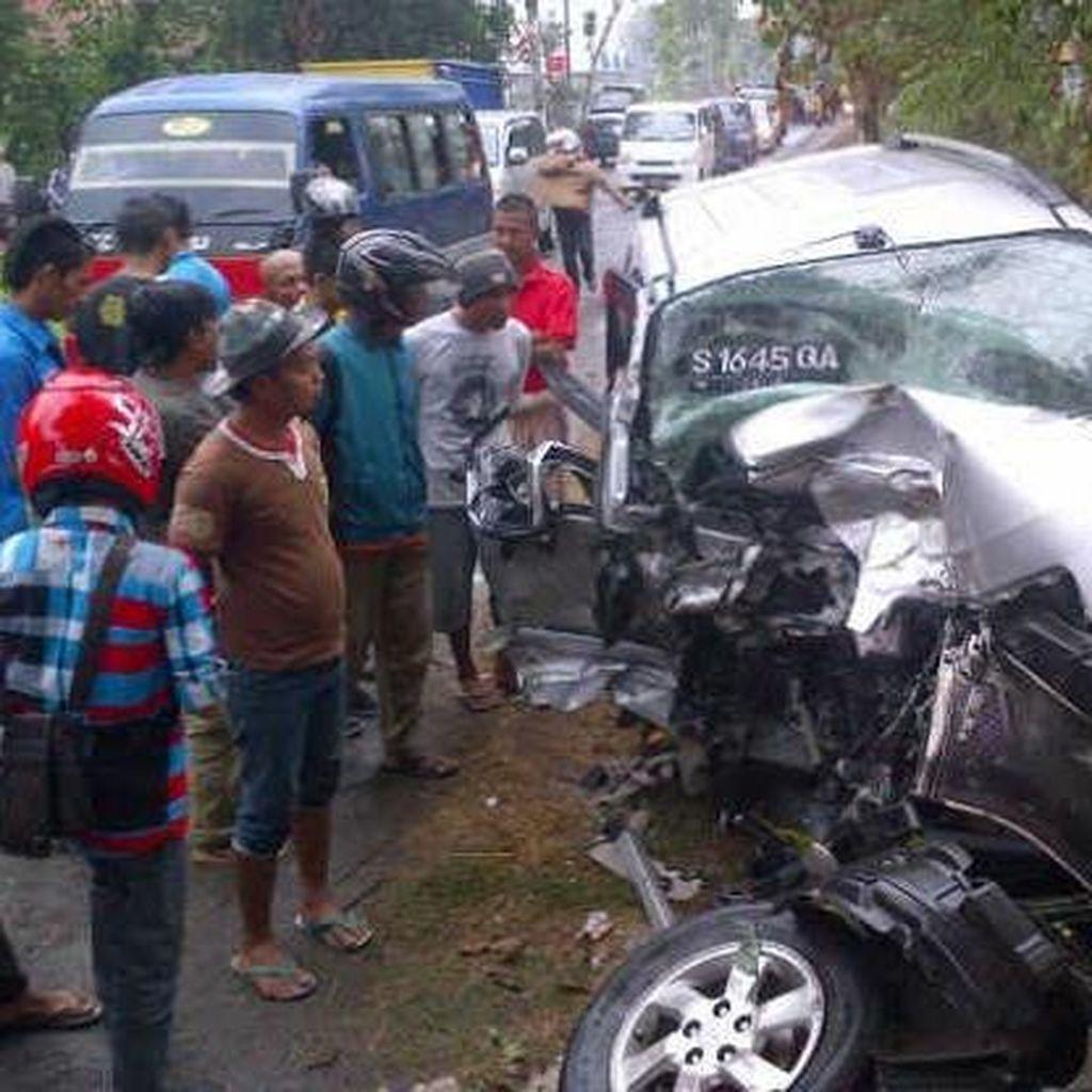 Terios vs Mobil Boks di Jember, 3 Orang Tewas
