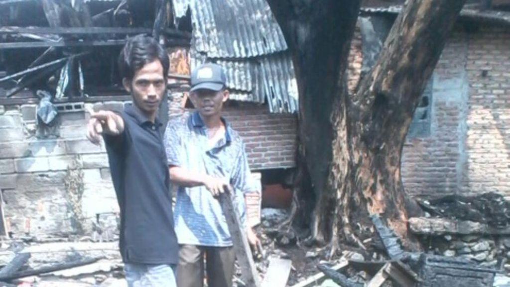 11 Kios di Senen Hangus Terbakar, Warga Mengais Cari Barang Tersisa