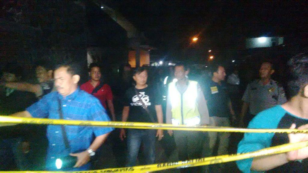 Tengah Malam, Penyidik Polda Metro Datangi Bedeng Agus di Kalideres