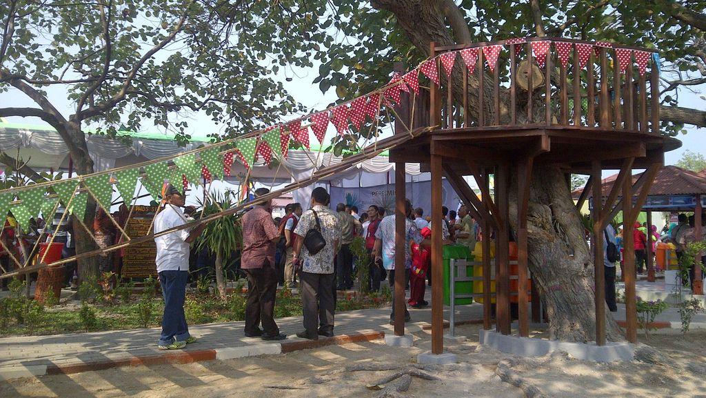 Ditemani 5 Dubes, Ahok Resmikan RPTRA di Pulau Untung Jawa Pagi Ini