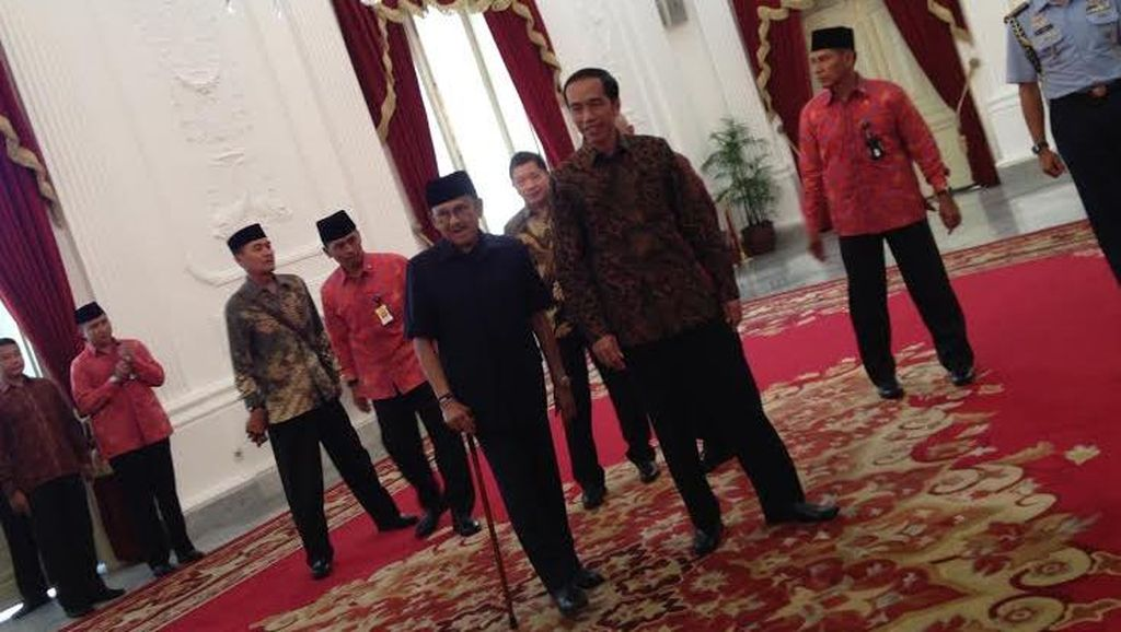 Jokowi Undang BJ Habibie Makan Siang di Istana