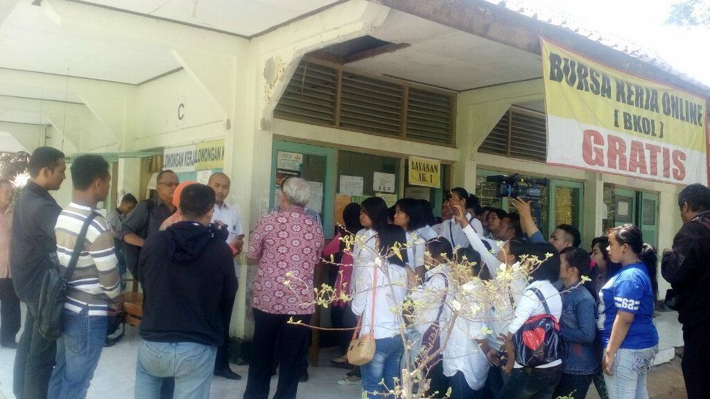 Calon TKI Demak Protes tidak Bisa ke Luar Negeri karena Wasiat Bupati