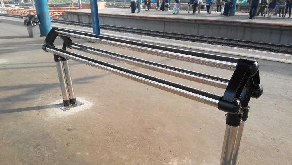 Soal Bangku Penumpang di Peron Stasiun Manggarai Berubah Wujud, ini Penjelasan KAI