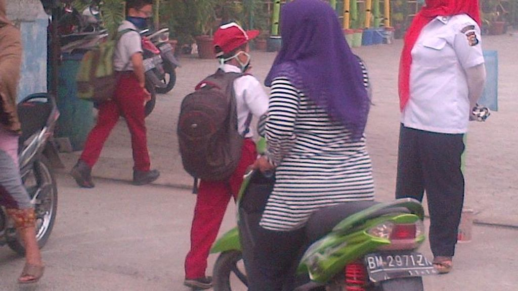 Asap Pekat Kepung Pekanbaru, Sekolah Tetap Berjalan