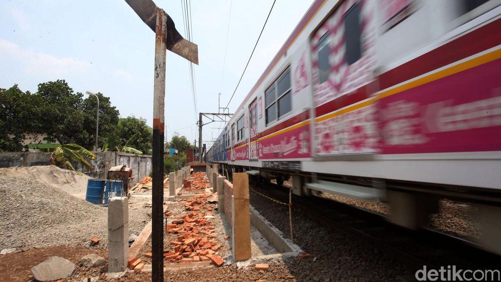 Seorang Remaja Mati Bunuh Diri Hadang Kereta Api di Bekasi