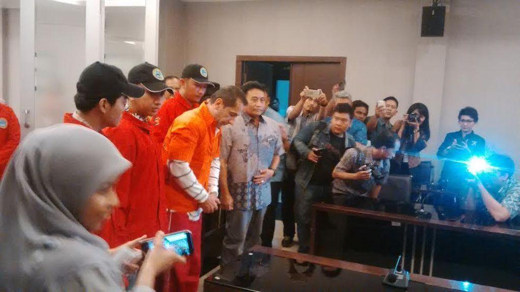 Tim Bareskrim-Kejagung Tangkap WNA Pelaku Pencuri Uang Ribuan Nasabah di Bali