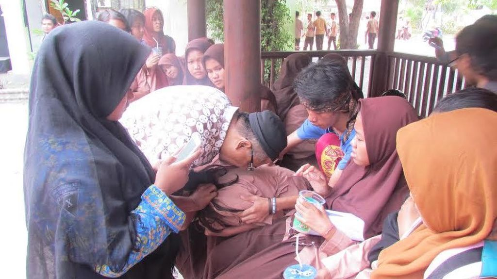 Puluhan Siswa SMKN 12 Surabaya Kesurupan