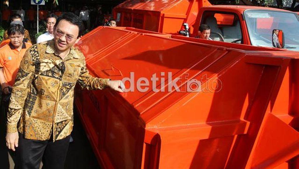 Ahok: Orang Jakarta Keterlaluan, Bawa Mobil Bagus Buang Sampah Sembarangan