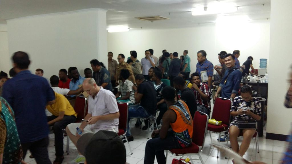 Imigrasi Jakbar Razia Apartemen, 15 WNA Tak Miliki Paspor Diperiksa
