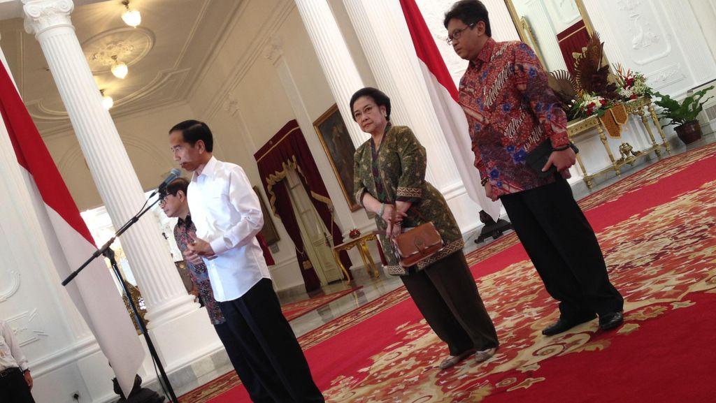 Hasto: Makan Siang Jokowi dan Megawati Bicara Politik Luar Negeri hingga Asap