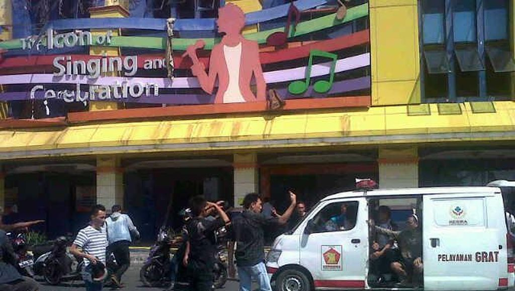 Polisi Data Ruangan dan Pengunjung Telusuri Penyebab Kebakaran Inul Vizta Manado