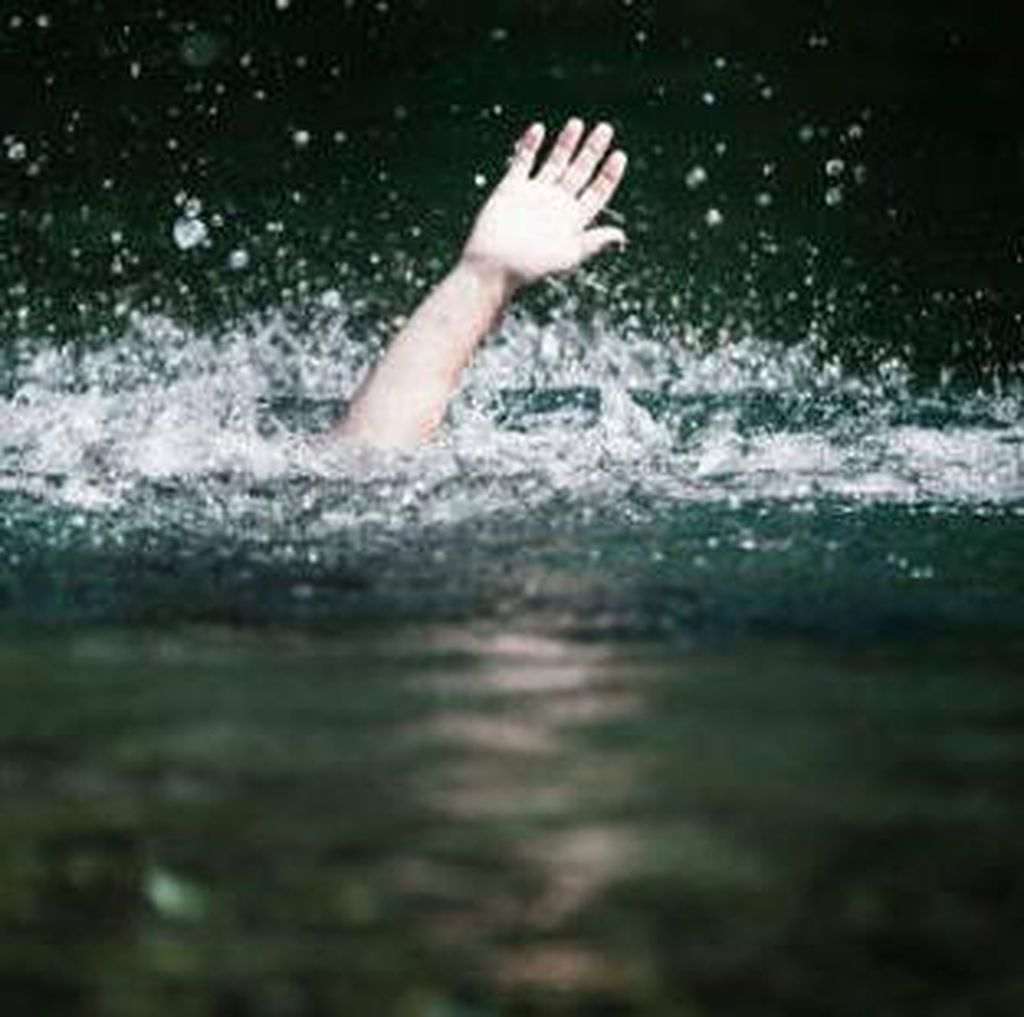 Petugas Temukan Jasad Mahasiswa yang Tenggelam saat Latihan Dayung di Karawang