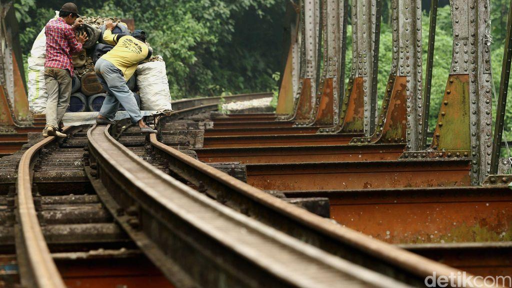 Ditjen Perkeretaapian Petakan 127 Jalur KA Rawan Banjir dan Longsor