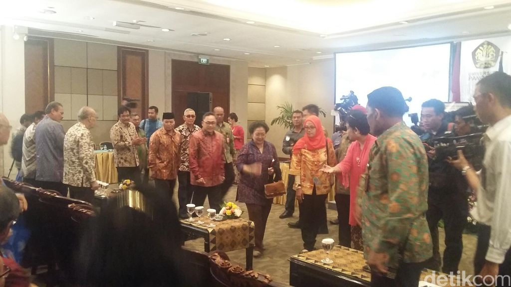 Megawati Hadiri Peluncuran Buku Revolusi Pancasila Karya Yuddy Latief