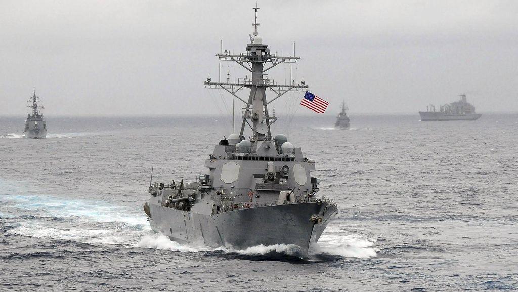 Iran Bantah Tembakkan Roket ke Dekat Kapal Perang AS di Teluk