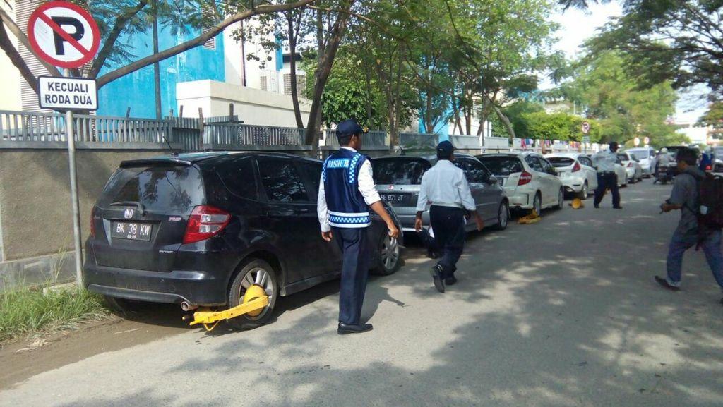 Razia Parkir di Tempat Terlarang, Dishub Banda Aceh Kehabisan Gembok