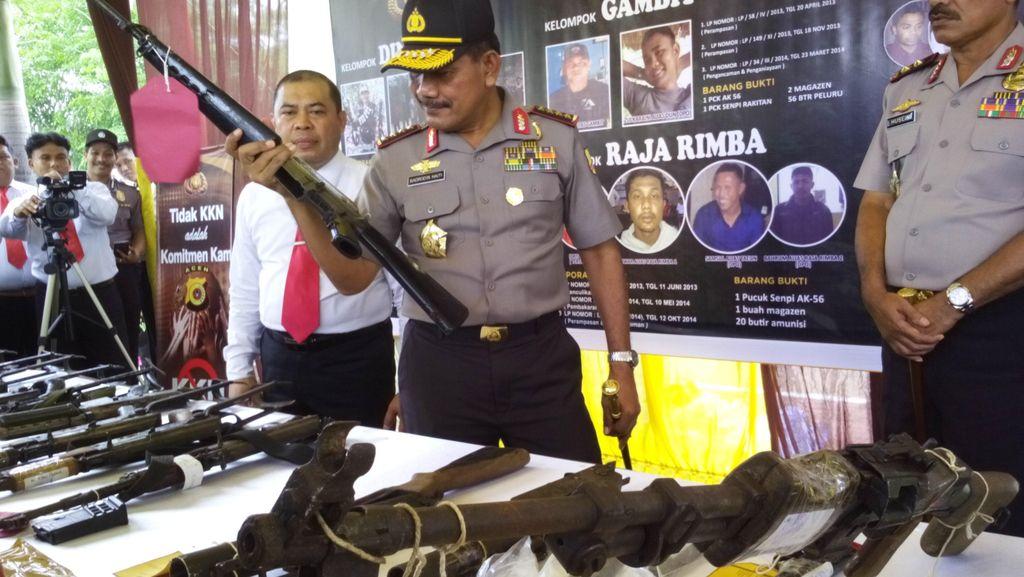 Puluhan Senpi Milik Kelompok Kriminal Aceh Dipamerkan ke Kapolri