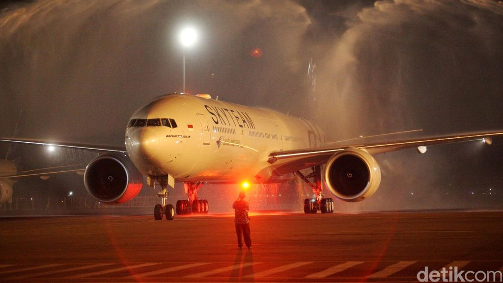 Ada Kendala Teknis, Garuda Tujuan Jakarta-Surabaya Delay 2,5 Jam