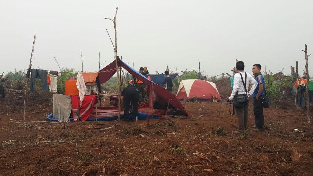 Penampakan Tenda Seadanya Tim Manggala Agni di Suaka Margasatwa Riau