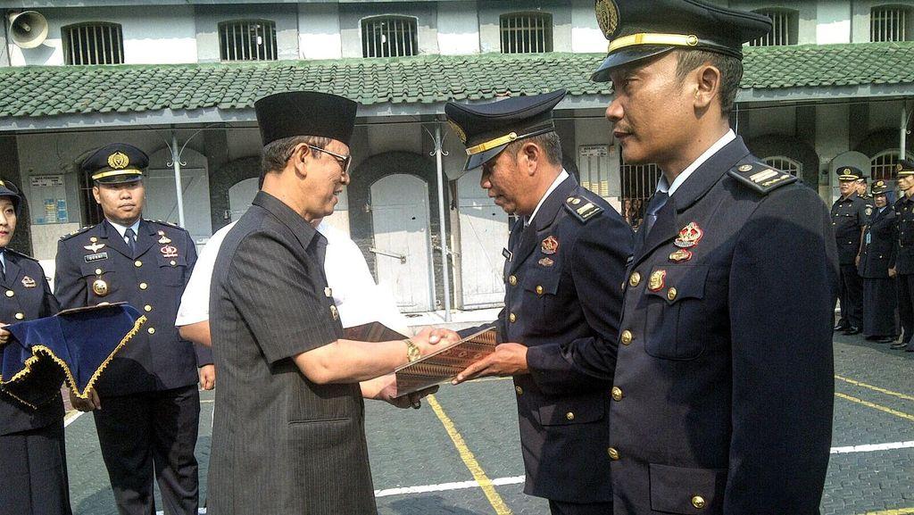 Gagalkan Pengiriman Sabu Ke Lapas, Tiga Sipir di Sukabumi Dapat Penghargaan