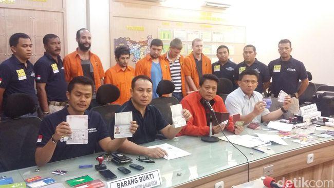 Polda Metro Tangkap 6 WNA Terkait Pembobolan Bank Modus Kirim Virus Malware