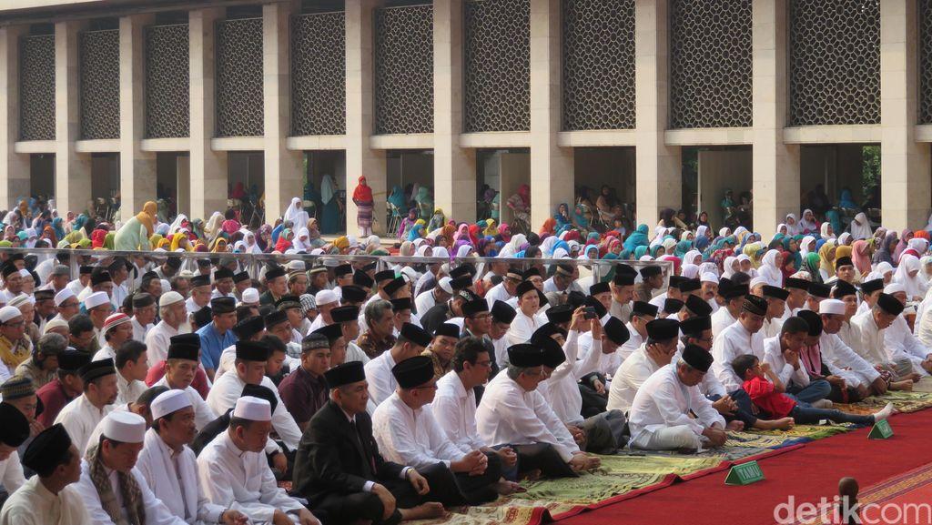 Ikut Salat Istisqa di Istiqlal, Warga Bandung: Kasihan Lihat Korban Asap