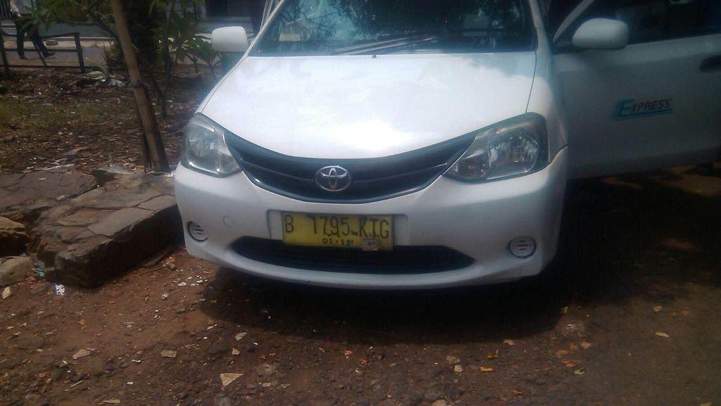 Sopir Taksi Express Ditemukan Meninggal di Jalan S Parman Jakbar