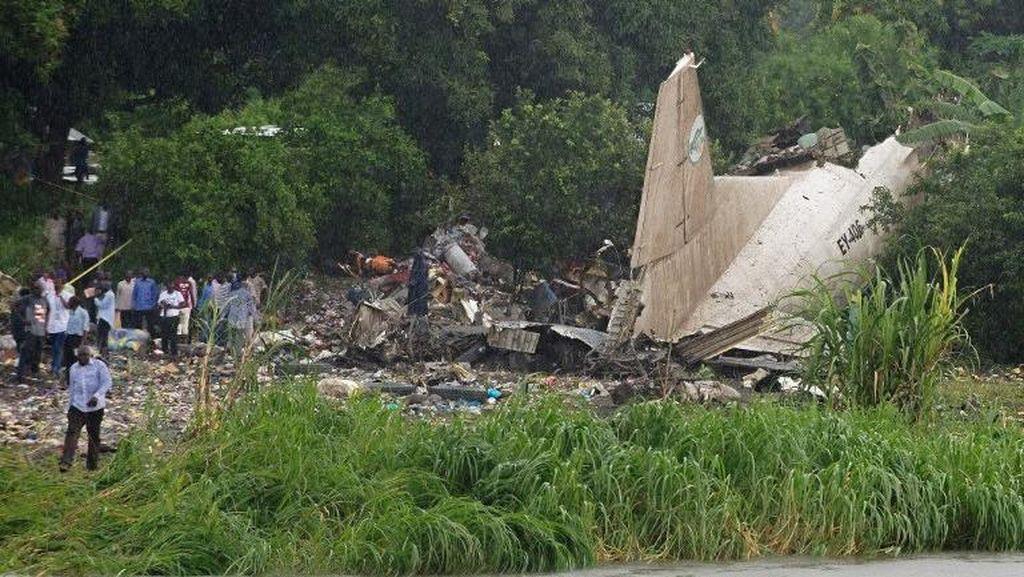 Penampakan Pesawat Kargo Antonov yang Jatuh di Sudan Selatan