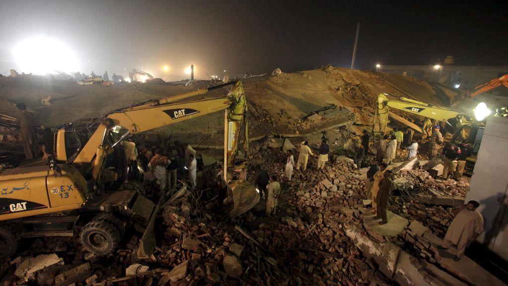 Korban Tewas Pabrik Roboh di Pakistan Tambah Jadi 21 Orang