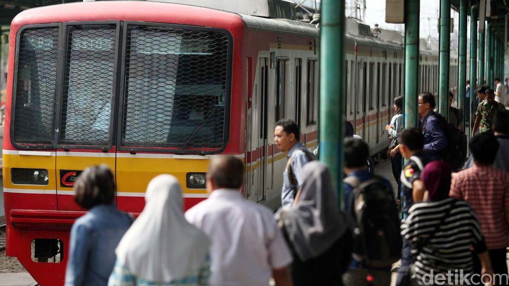 2 Jalur yang Tertimbun Longsor Sudah Dibuka, Jalur KRL Kembali Lancar