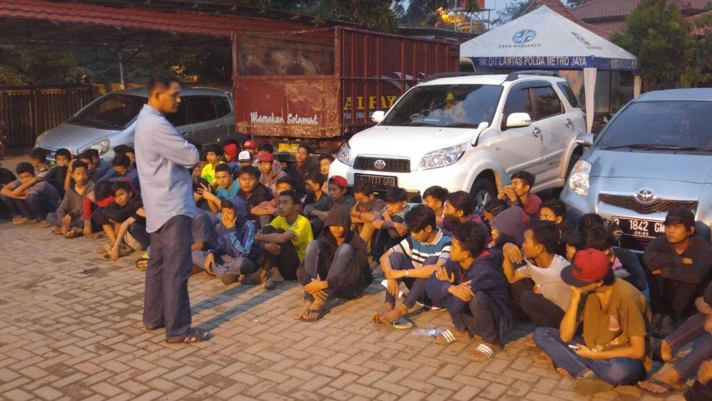 Polisi Angkut 111 Motor Pembalap Liar di Citra Raya Tangerang