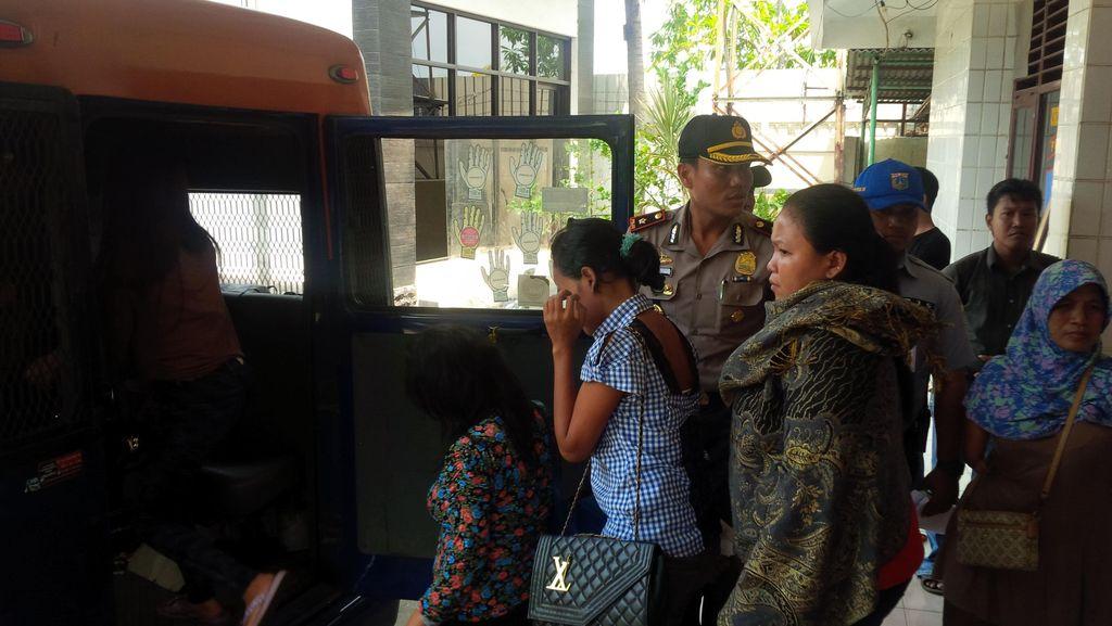 6 Pria Hidung Belang dan 15 Wanita Penghibur Diamankan di Cakung