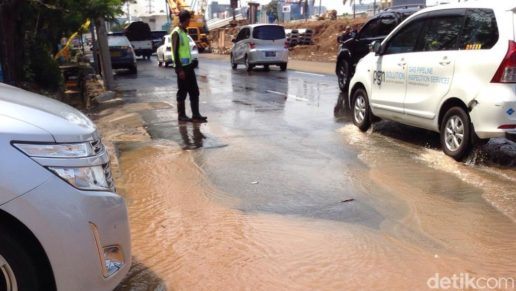 Ahok Kebut Perbaiki Jalan Bopeng di Jakarta Maret