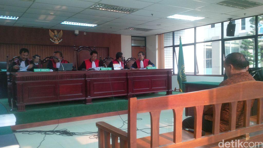 Bupati Morotai Rusli Sibua Dituntut 6 Tahun Penjara